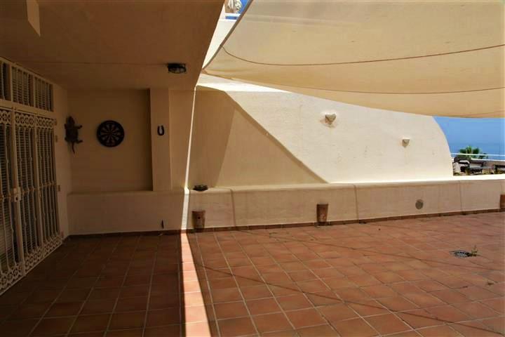 апартаменты с 4-мя спальнями в Estepona